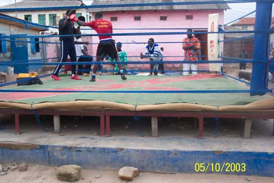 Kpakpo Allotey in final training at Akotoku acadamy,paparing for fridays bout against a Nigerian opponent. His tariner is Peter Assandoh, former boxer.