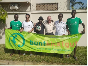 Ambassador Quarcoo (2nd r) and Heid with Ebenezer Nunoo(in hat) and some players