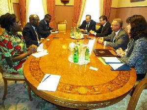 Members of both diplomatic teams in talks