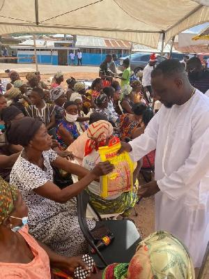 Ohene Kwame Christmas Donation To Widows .jpeg