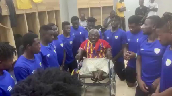 Physically challenged Phobian fan Ataa Abbey holds touching meeting with players after Bechem United victory