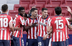 Partey celebrates the victory with his teammates
