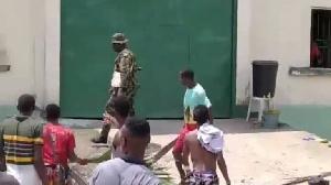 Na unknown gunmen wey attack di prison release prisoners