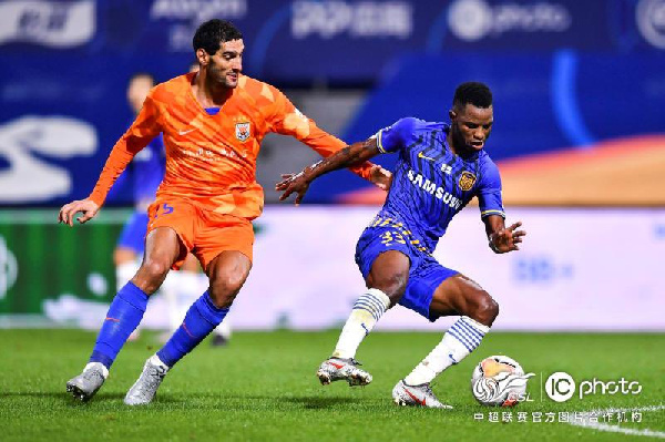 Mubarak Wakaso helped his side to a 1-0 win at the Dalian Pro Soccer Academy Base.