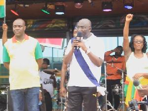 Dr Mahamadu Bawumia addressing the crowd
