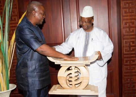 Mahama presents traditional stool to HE Osman Foday Yansaneh