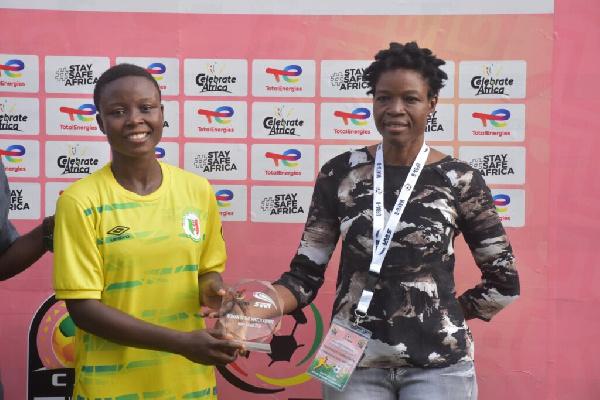 Hasaacas Ladies midfielder, Stellar Evelyn Badu (L)