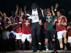 KP entertained the AC Milan players with some Michael Jackson moves