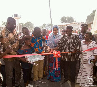 Samira Bawumia cutting tape to the newly constructed maternity block