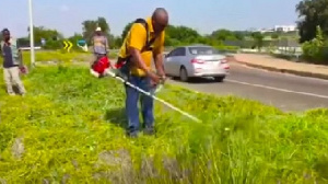 Mahama took to cleen weeds at the new Military cemetery
