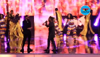 Phyno and Olamide sang along to their popular hit track Fada at the just ended 2017 CAF Awards