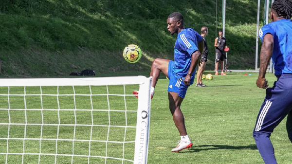 Majeed Waris declared fit to play against Lille on Sunday