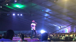 OB Amponsah on stage at D2R