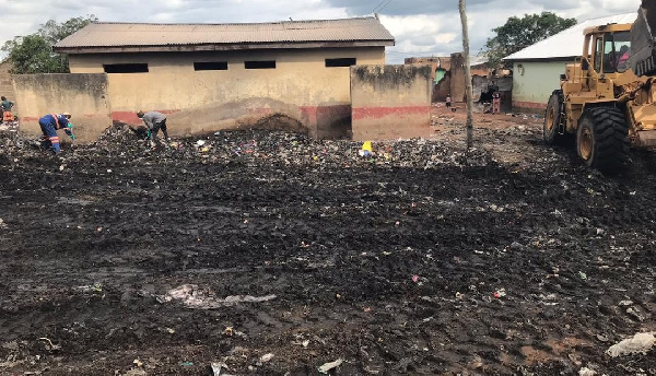 Zoomlion clears heaps of refuse at Lamashegu after viral video