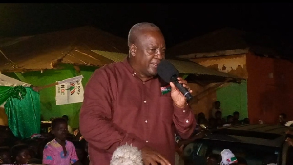 Mahama laconically asks noisy Vuvuzela man at a Suhum rally to mute or leave