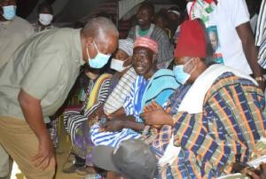 John Mahama interacting with Paramount Chief of the Nangodi Traditional Area