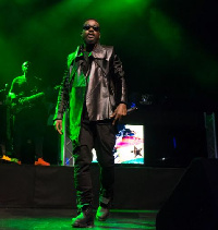 Sarkodie performing in his black Timberland boots