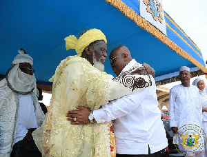 President Akufo-Addo exchanges pleasantries with Sheikh Nuhu Sharubutu at the Independence Square