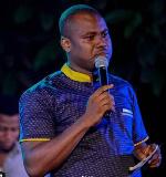 Abeiku Santana goes on his knees, begs President Akufo-Addo to forgive Bulldog
