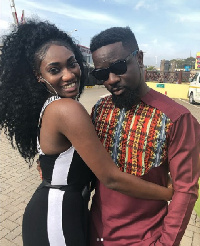 Sarkodie in an embrace with Wendy Shay