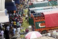 Traders at Kongowea Market in Mombasa sort out oranges from Tanga, Tanzania( NMG)