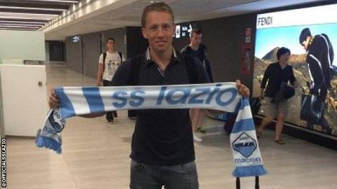 Liverpool sells Lucas Leiva to Italy's Lazio