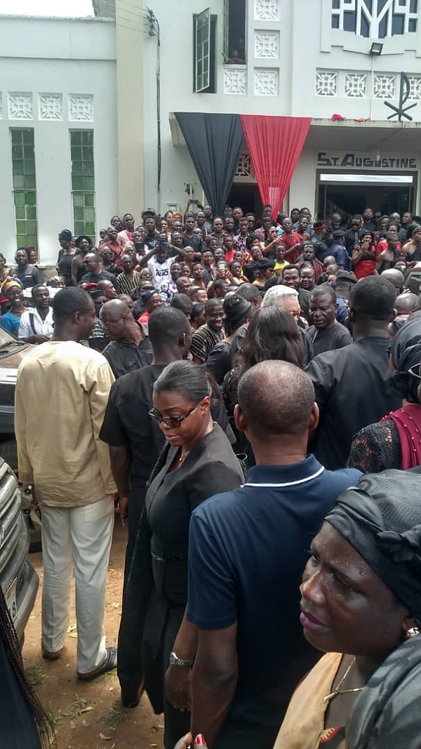 Rawlings mobbed at funeral of Peter Amewu's sister 2