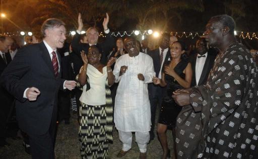 President Kufuor dance with German President Kohler. Kwamena Bartels(in white) edges them on