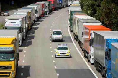 Cameron draws up plan to help tackle Calais migrant crisis