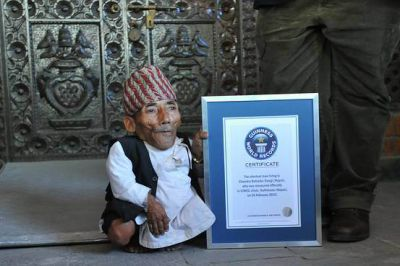Photos: World's shortest man dies