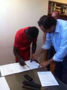 Ernest Nyarko joins CD Aves on a year deal