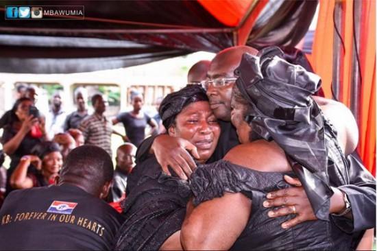 Bawumia consoling family of late Kwabena Boadu