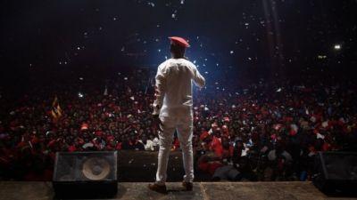 Bobi Wine: Uganda pop star returns to stage after arrest