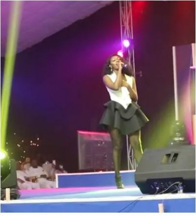 Check out Wendy Shay's hot dress to the Stars in Worship Concert