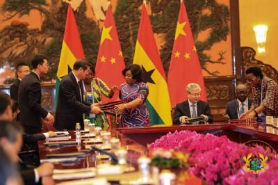 Ghana, China sign 8 co-operation agreements, MoUs