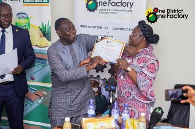 Govt presents certificates of recognition to 3 1D1F factories