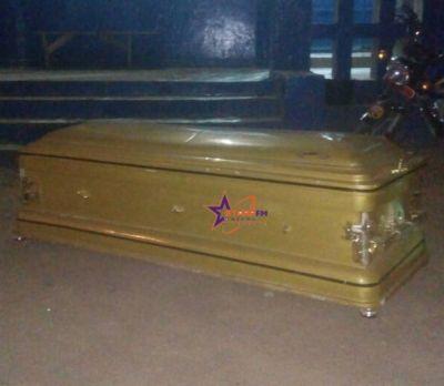 One shot dead; mob dump coffin at Police Station in Bolga