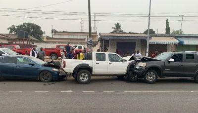 Amandzeba escapes unhurt after bumping into 2 cars