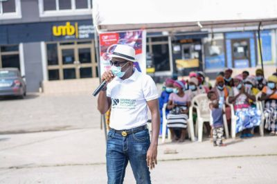 Counselor Lutterodt donates to kayayes, educates them on sex