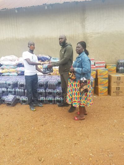Nana Amoakohene II donates food and relief items to residents of Tabre