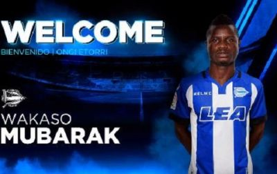 Photos of Mubarak Wakaso signing Alaves deal