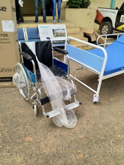 Old students of Oda SHS donate hospital equipment to alma mater