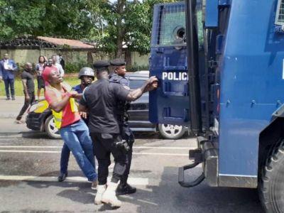 Tear gas, gunshots halt law students' demo