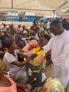 Ohene Kwame Frimpong hits Kumawu, Mampong with free rice and chicken for widows on Boxing Day