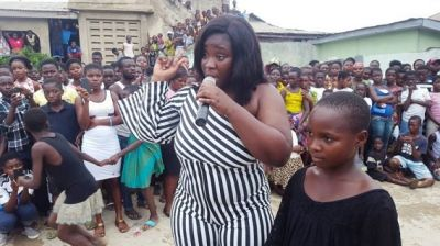 Maame Serwaa receives massive welcomes at Bawjiase