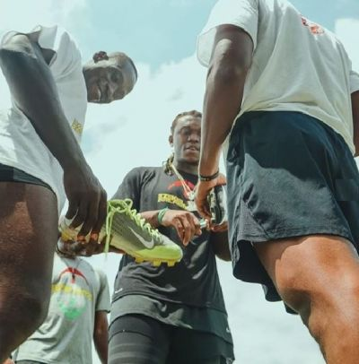 NFL Star Ziggy Ansah trains young players at 3rd Football camp