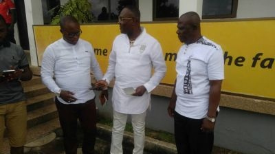 Dr Kwaku Frimpong donates to Asante Kotoko accident victims