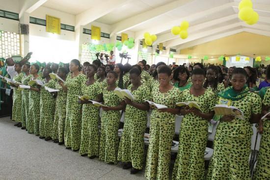 Mahama celebrates with Aburi Girls School   Photos